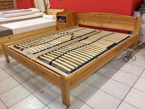 fenyő ágy bordával